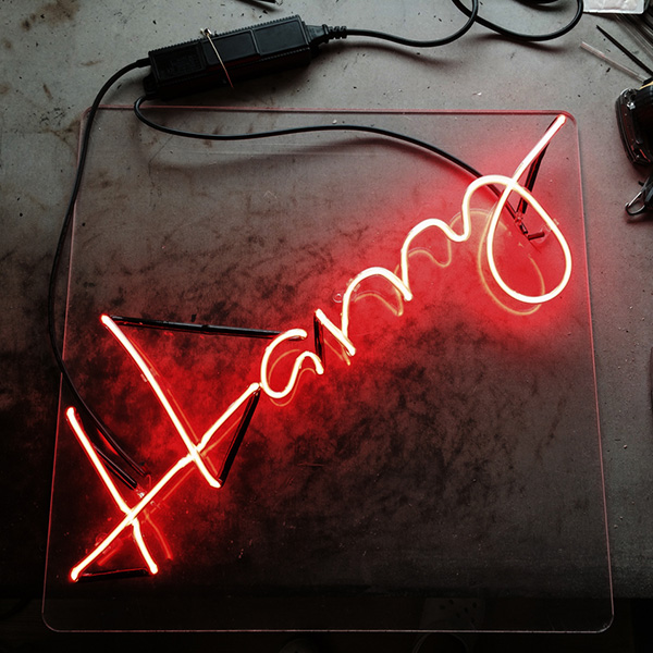 Neon light writing red Harry